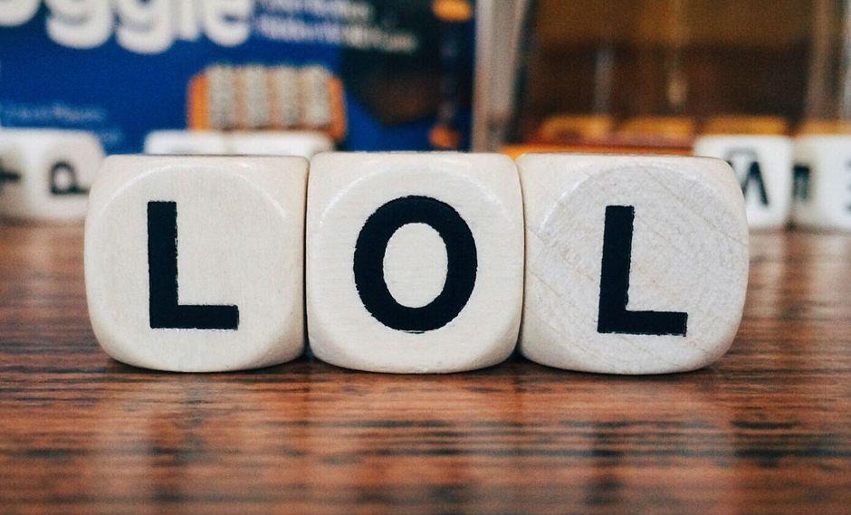 """Millones de personas en el mundo usan la palabra """"lol"""" entre sus conversaciones, expresando una risa incontrolable. (Foto: Pixabay)"""