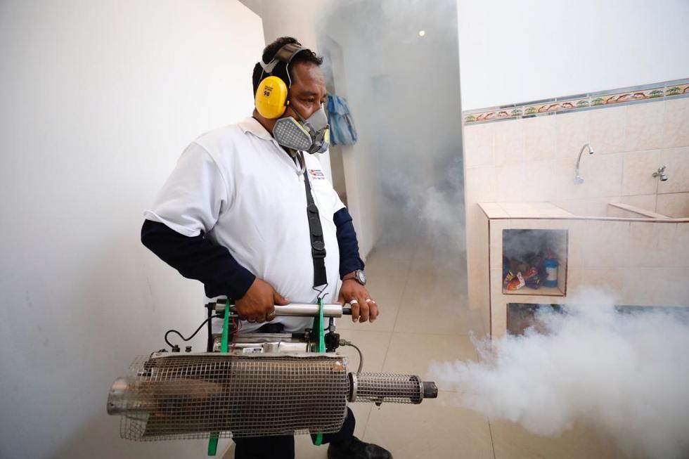 Personal del Ministerio de Salud (Minsa), a través de la Dirección de Redes Integradas de Salud Lima Norte, fumigarán más de 6 mil viviendas en Puente Piedra y Comas. (Foto: Diana Marcelo)