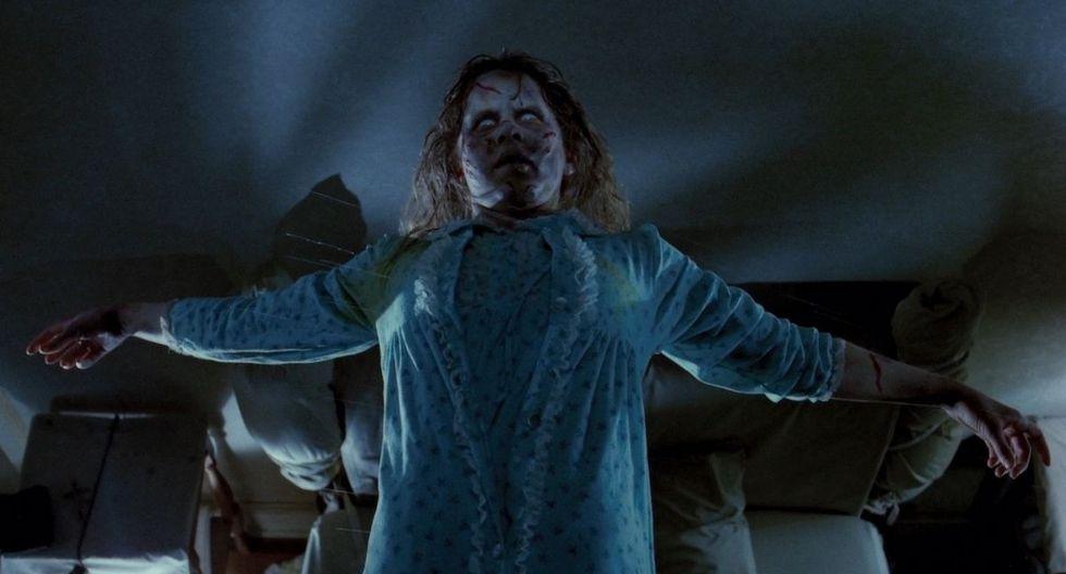 """Linda Blair en una escena icónica de Afiche de """"El exorcista"""" de 1973."""