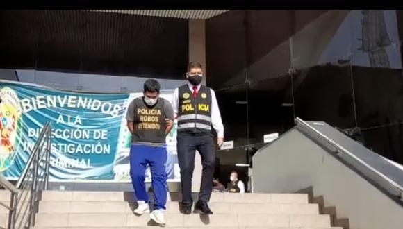 La Policía Nacional presentó a uno de los intervenidos. (Foto: PNP)