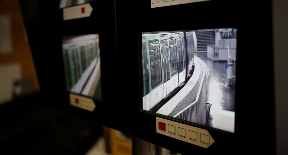 Los parisinos se hacinaban este jueves en las únicas dos líneas de metro operativas, en el octavo día de la huelga contra la reforma de las pensiones que han paralizado los servicios ferroviarios de Francia. (Foto: AP)