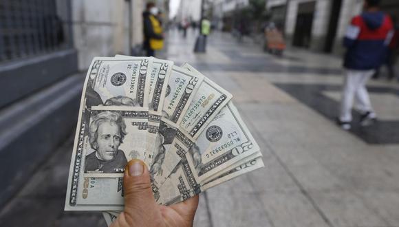 """""""El BCR ha intervenido el mercado de divisas con herramientas de política monetaria, que han resultado en una disminución en los excesivos niveles de volatilidad. Aun así, [...] conviene que las empresas y sus directores financieros analicen el impacto que la volatilidad cambiaria puede tener en la gestión de sus finanzas para definir las estrategias para mitigar el riesgo cambiario"""", señala Skotiuk. (Foto: Violeta Ayasta / GEC)"""