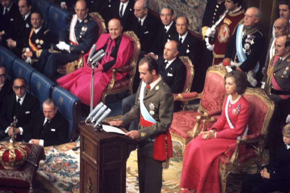 Don Juan Carlos de Borbón, durante su discurso de jura como Rey en el Congreso de los Diputados, en1975. (EFE/ Luis Millán).