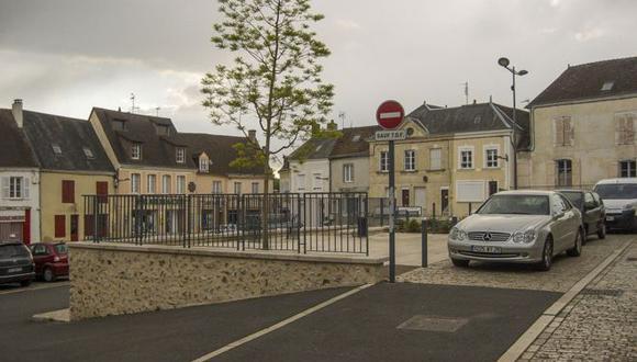 Authon-du-Perche es una localidad ubicada a unos 150 kilómetros de París, Francia.