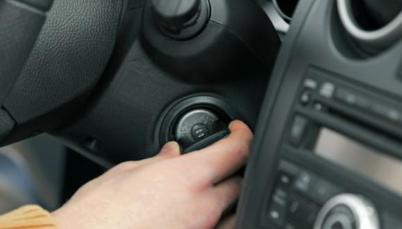 ¿El auto pierde combustible con un mal arranque?