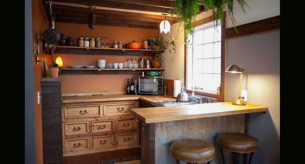 Cuadros de arte y plantas le dan un ambiente mucho más acogedor a la vivienda.(Foto: Airbnb)