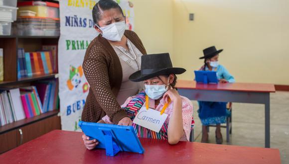 La modalidad de clases semipresencial se está llevando a cabo en 800 instituciones educativas rurales de todo el país.  (Foto: Minedu)