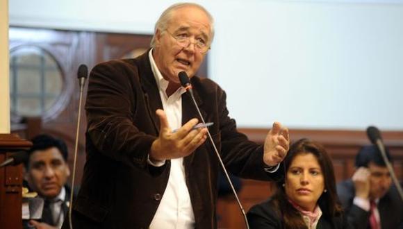 """""""Resulta raro que no se lo haya incluido entre las conclusiones"""", dijo Víctor Andrés García Belaunde sobre Gilbert Violeta. (Foto: Congreso de la República)"""