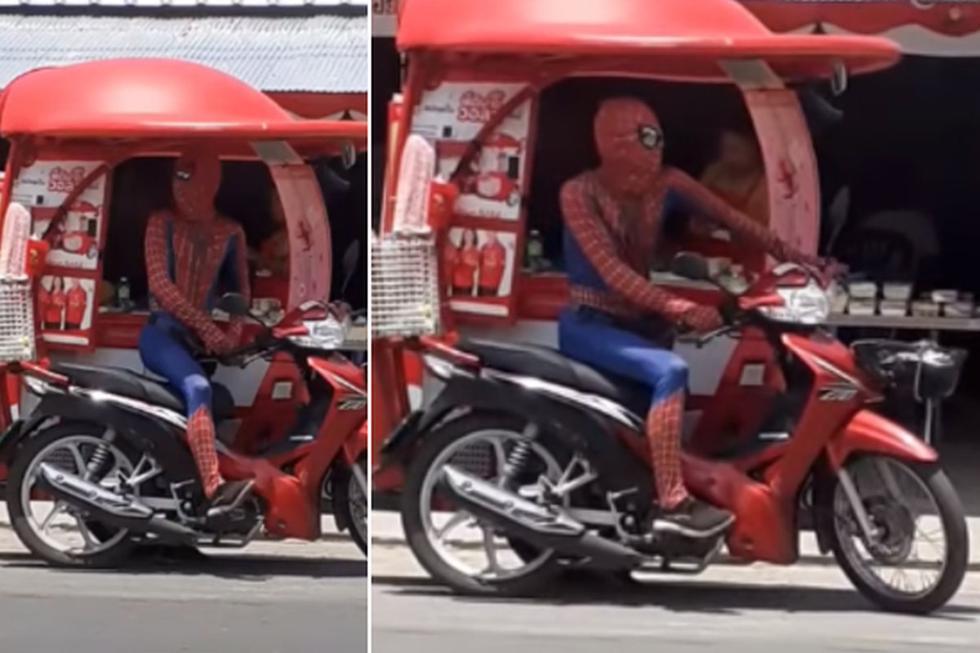 Foto 1 de 3   Un hombre disfrazado de 'Spider-Man' fue captado vendiendo helados en motocicleta.   Foto: ViralHog en YouTube. (Desliza hacia la izquierda para ver más fotos)