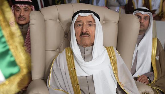En esta foto de archivo del 31 de marzo de 2019, el emir gobernante de Kuwait, Sabah Al Ahmad Al Sabah, asiste a la inauguración de la 30a Cumbre Árabe, en Túnez, Túnez. (Fethi Belaid/Pool/AP).