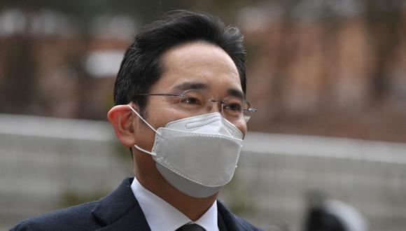 """Lee Jae-yong fue condenado en enero del 2021 a dos años y medio de prisión por su rol en la llamada trama de corrupción de la """"Rasputina"""", que llevó a la destitución y encarcelamiento de la presidenta surcoreana Park Geun-hye. (Foto: Jung Yeon-je / AFP)"""