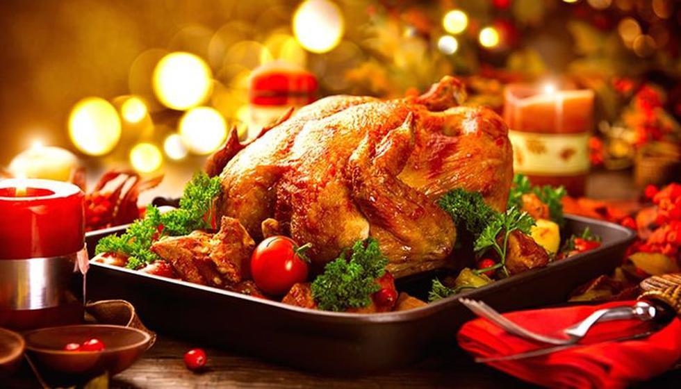 ¿Te has preguntado alguna vez porque un buen pavo al horno nunca puede faltar en la cena de Navidad? Aquí te explicamos el origen y significado de consumir esta ave en fiestas navideñas| Foto: Superama.com