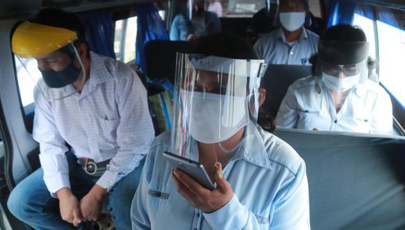 La ATU viene realizando la entrega de protectores faciales de forma gratuita en diferentes paraderos de Lima   Foto: Archivo El Comercio