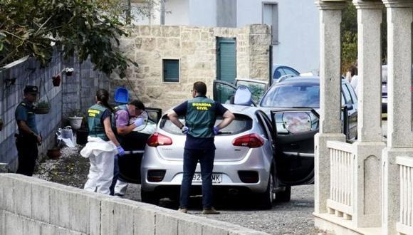 La Guardia Civil recoge evidencia en la escena del crimen en Valga. (Getty Images, vía BBC Mundo).