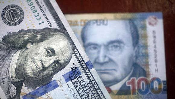 En el mercado paralelo o casas de cambio de Lima, el tipo de cambio se cotizaba a S/3,805 la compra y S/3,835 la venta de cada billete verde. (Foto: AFP)