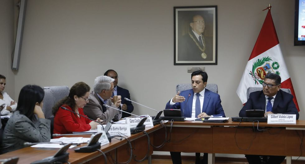 Integrantes del grupo de trabajo se reunieron este viernes en el edificio Víctor Raúl Haya de la Torre del Congreso. (Foto: Lino Chipana / GEC)