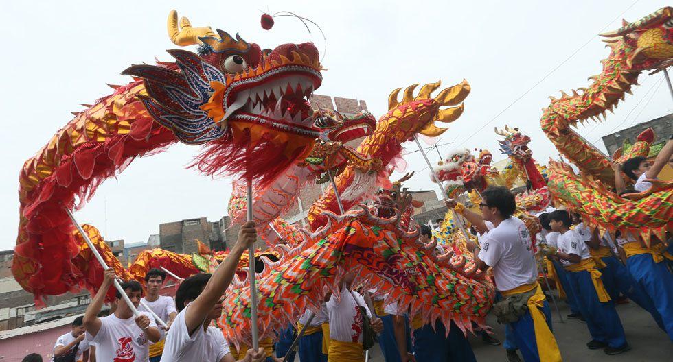 El desfile de los dragones en el barrio chino dura cerca de cinco horas.(Foto: Archivo El Comercio)