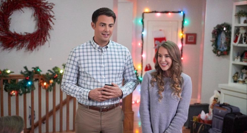 1. Una Navidad a la medida: para recibir a su familia en Navidad, un arquitecto contrata a una experta decoradora de eventos. Con adornos y entusiasmo, la joven no solo renueva su casa, sino también su vida. (Fotos: Netflix)