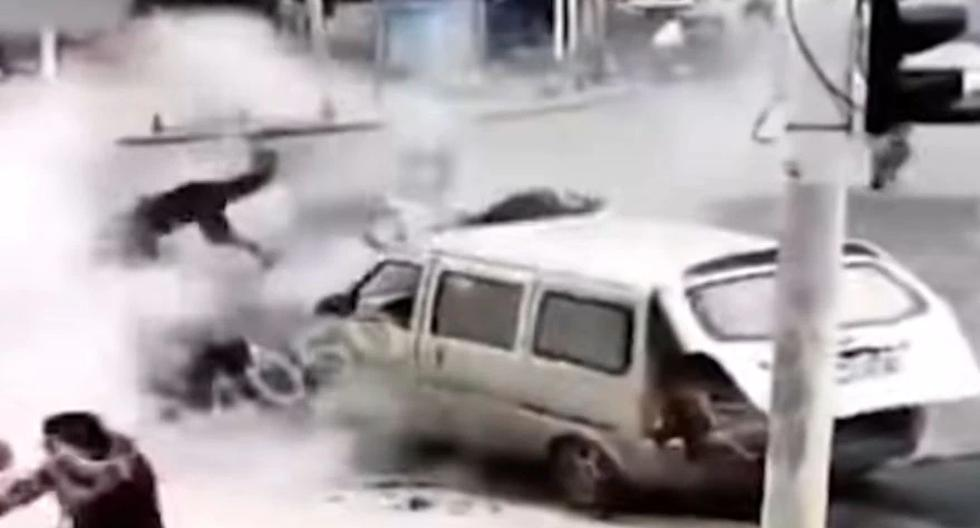 China: A powerful explosion on the asphalt threw several people into the air