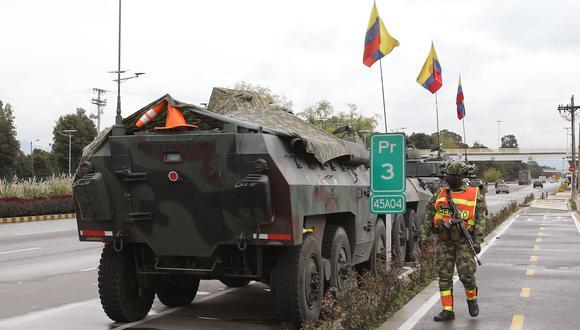 Tanque del Ejército en las afueras de Bogotá el 4 de mayo de 2021. (Foto: AFP).