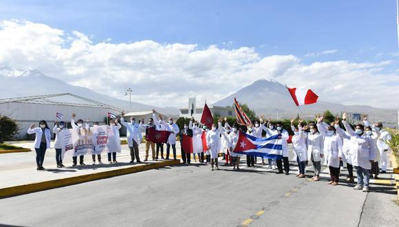 Arequipa: 26 médicos cubanos llegan a reforzar atención primaria y UCI en hospitales por COVID-19. (Foto: GRA)