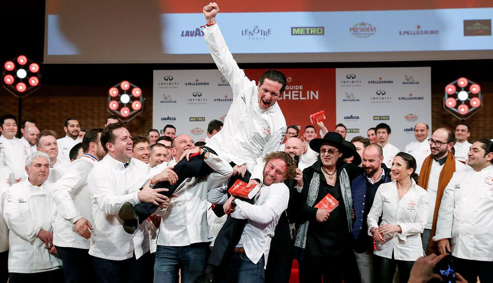 French chefs celebrate with chef Christophe Bacquie (C) who reacts near chef Marc Veyrat, wearing his black hat, after both were awarded with three Michelin stars for their restaurants, at the Seine Musicale center in Boulogne-Billancourt near Paris, France, February 5, 2018.   REUTERS/Gonzalo Fuentes