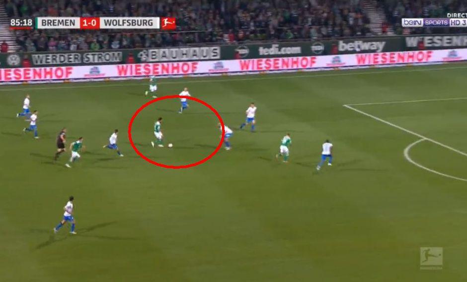 Claudio Pizarro deleitó a los hinchas del Werder Bremen con este genial pase que acabó en gol. (Foto: captura)