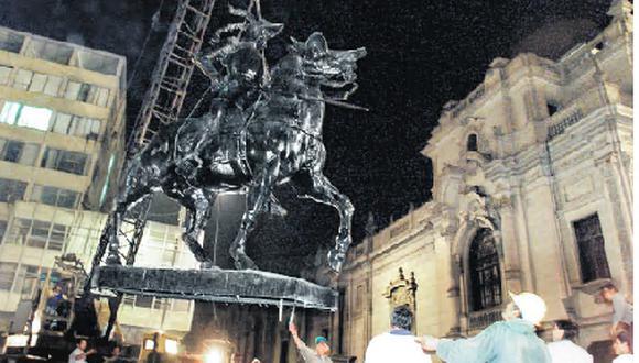 Estatua del conquistador Francisco Pizarro a caballo. Fue removida el 23 de abril del 2003 para ser colocada en el Parque de la Muralla.