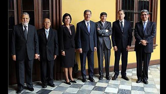 Óscar Urviola seguirá presidiendo el Tribunal Constitucional