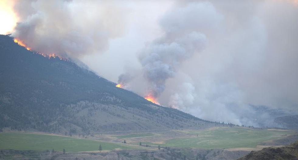 Military ready to evacuate cities threatened by fires in western Canada