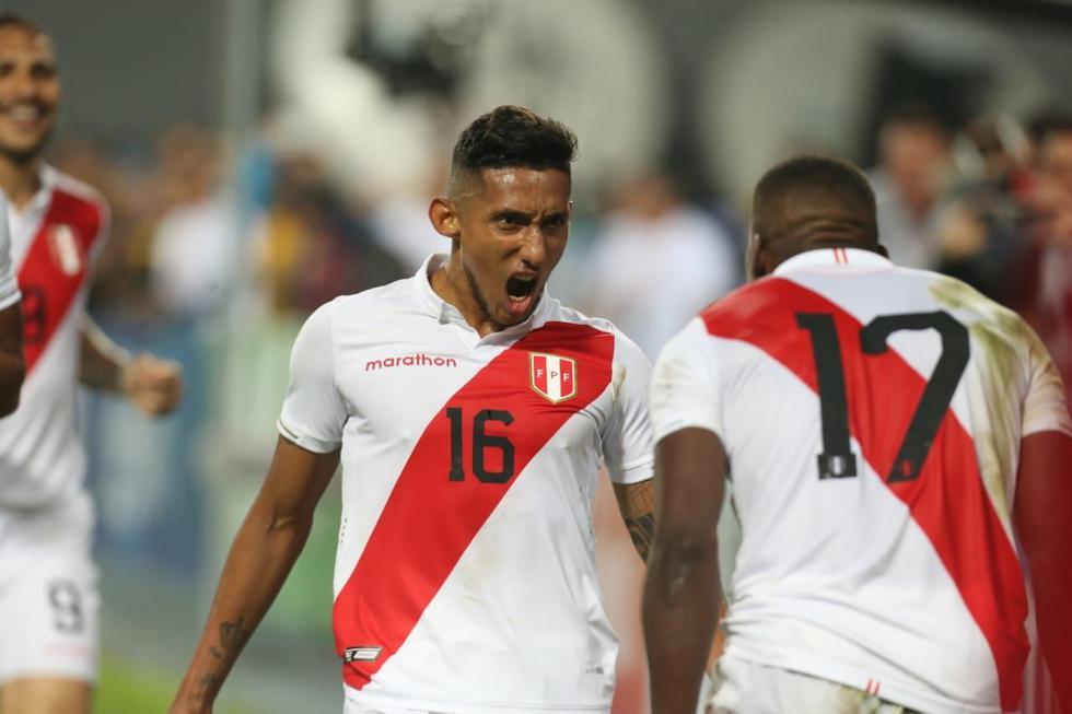 Perú vs. Uruguay: 'Canchita' Gonzales anotó el 1-0 de cabeza tras una sensacional jugada de Advíncula. (Foto: Violeta Ayasta / GEC)
