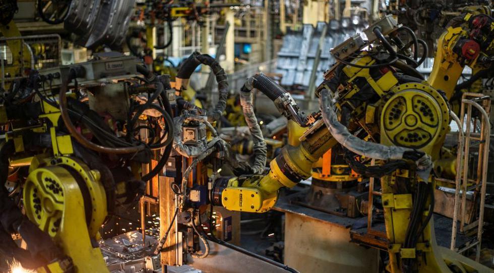 Robots de última generación trabajan todos los días en diferentes partes del proceso.