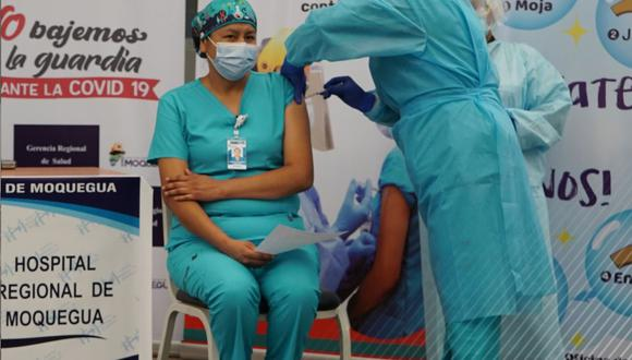 Moquegua: Entre el personal inmunizado se encuentra médicos y enfermeras que prestan servicio en las unidades de cuidados intensivos e intermedios. (Foto: Gore Moquegua)