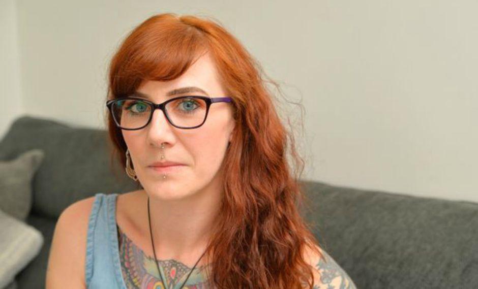 Samantha Sharpe es una joven madre queba sus 32 años se ha visto obligada a utilizar un marcapasos para tratar sus problemas cardíacos. (Foto: Leicester Mercury/Chris Gordon)