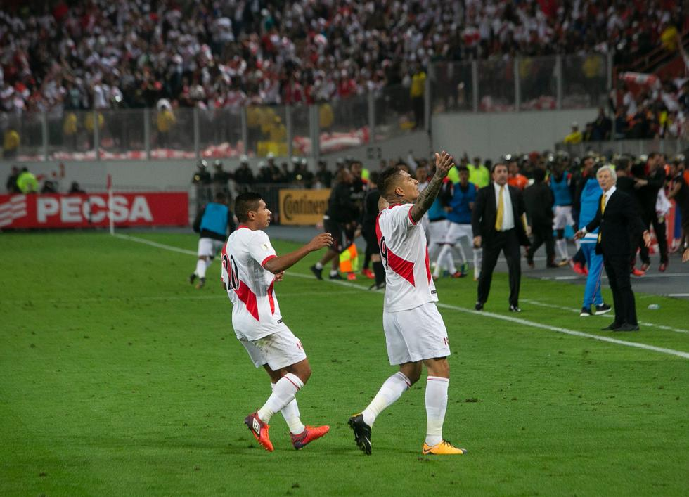 8:11 de la noche del 10 de octubre del 2017. Paolo ya celebra el gol. FOTO: Rolly Reyna / GEC.