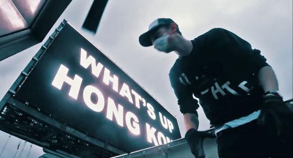 YouTube: suben a rascacielos y hackean un cartel publicitario