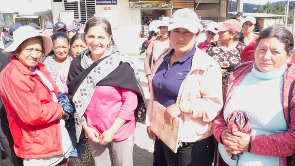 Fanny Figueroa (de gorra) habló en nombre de un grupo de campesinas.