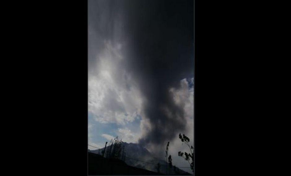 Volcán Ubinas registra nueva explosión y emisión de gases y cenizas