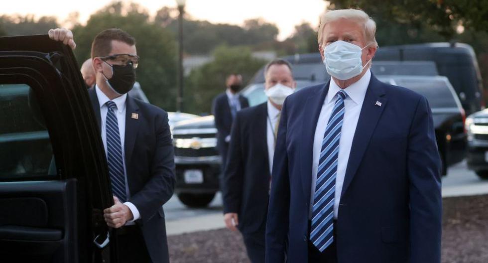 El presidente de Estados Unidos, Donald Trump, junto a agentes del Servicio Secreto a su salida del hospital militar Walter Reed. Tras cuatro días hospitalizado por coronavirus COVID-19, el mandatario dejó el lunes el nosocomio rumbo a la Casa Blanca. (Foto: REUTERS / Jonathan Ernst)