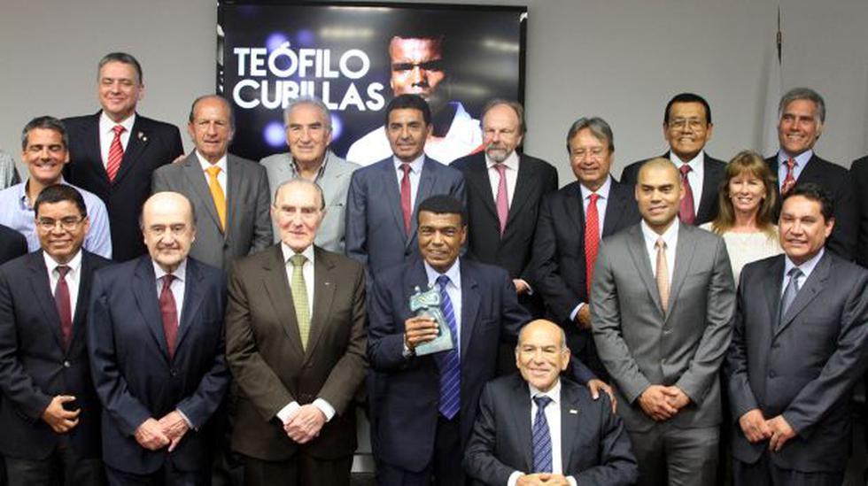 Teófilo Cubillas recibió premio Fair Play por su trayectoria - 2