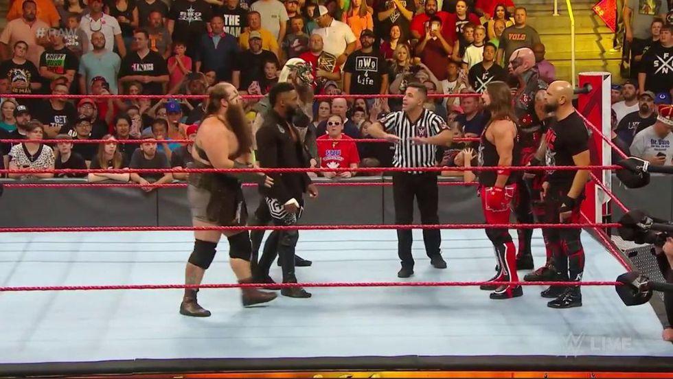 Cedric Alexander y The Viking Raiders vs. AJ Styles, Luke Gallows y Karl Anderson. (Foto: Twitter)