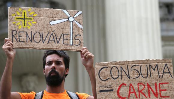 Río de Janeiro | Fridays For Future | Estudiantes alrededor del mundo faltaron este viernes a sus escuelas para protestar contra la inacción de los gobiernos contra el cambio climático. (Reuters)
