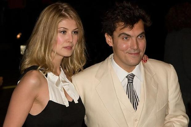 According to his revelations, Pike attached a photo of the two of them in the hot tub to the wedding invitations.  Wright was infuriated by the idea of his girlfriend and decided to cancel everything and end his relationship with the actress (Photo: Flikr)