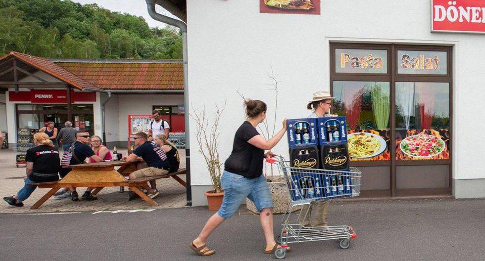 Festival Escudo y Espada: Pueblo Ostritz  de Alemania compra toda la cerveza para que los nazis no celebren |  Schild und Schwert. Foto: @HanzChristianNL