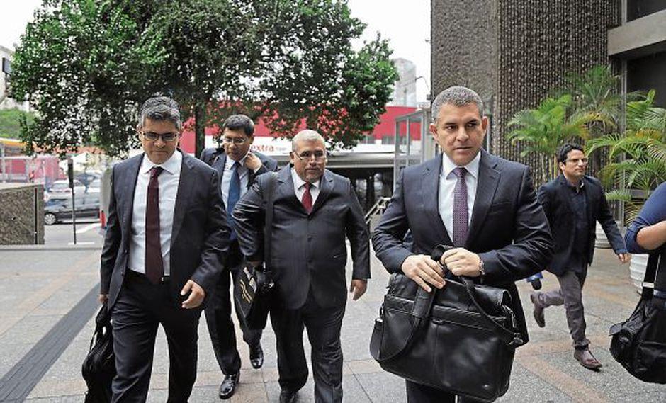 El fiscal superior Rafael Vela (en primer plano) viajó a Brasil acompañado por los fiscales José Domingo Pérez y Germán Juárez. (Foto: El Comercio)