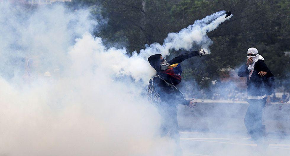 Venezuela: Duros enfrentamientos en calles de Caracas [FOTOS] - 15