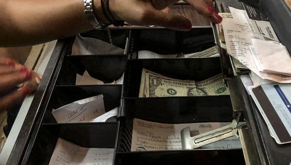 El dólar en el mercado paralelo se cotizó en la jornada previa a 13.305,31 bolívares soberanos. (Foto: AFP)