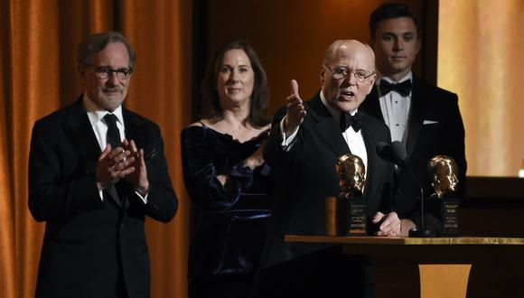 Frank Marshall y Kathleen Kennedy recibiendo el Irving G. Thalberg durante los Governors Awards (Foto: AP)