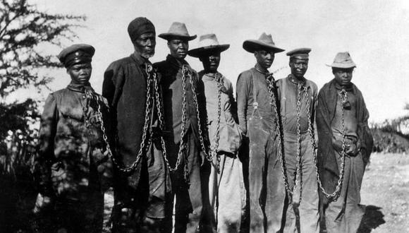 Prisioneros herero encadenados en 1904. (Foto: Getty Images).