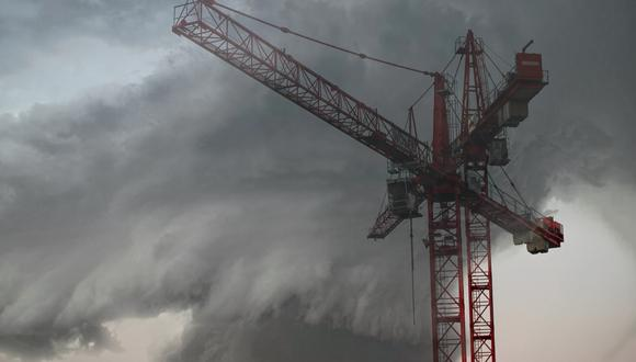 Un operario de grúa vivió el momento más aterrador de su vida durante el paso del tornado en Tennessee. (Foto: Pixabay/Referencial)